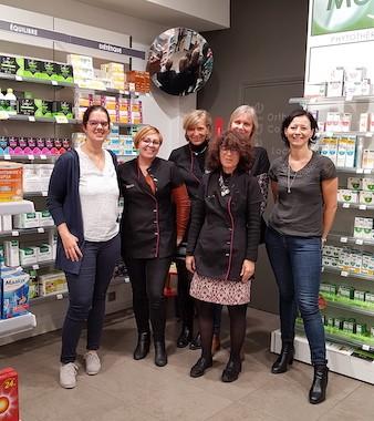 Equipe pharmacie de la Poste à Calais
